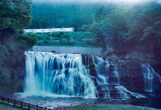 JR烏山線・滝駅付近・龍門の滝(栃木県:2001年8月)