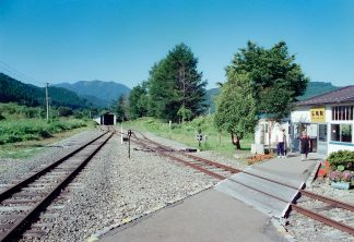 JR津軽線・三厩駅(青森県:2001年8月)