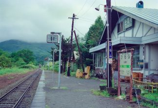 JR函館本線・比羅夫駅(北海道:2001年8月)