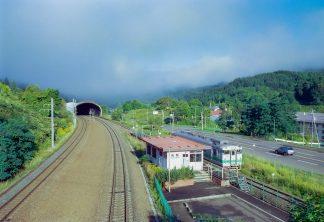 JR石勝線・楓駅(北海道:2001年8月)