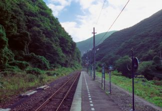 JR釜石線・上有住駅(岩手県:2001年8月)