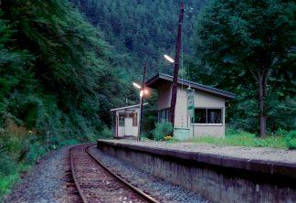 JR岩泉線・岩手大川駅(岩手県:2001年8月)