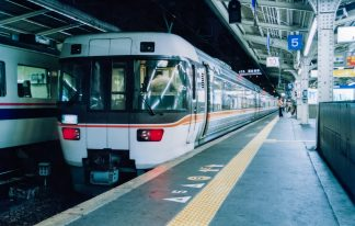 JR東海道本線・大阪駅・夜行急行「ちくま」(大阪府:2001年9月)