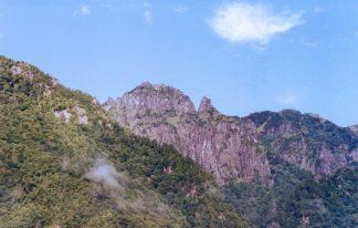 中尾高原から望む飛騨山脈・錫杖岳(岐阜県:2001年9月)