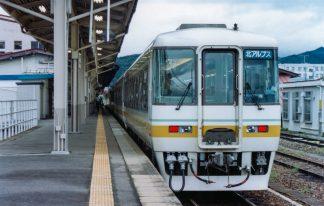 JR高山本線・高山駅・特急「北アルプス」(岐阜県:2001年9月)