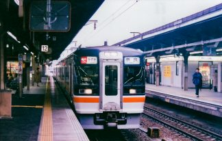 JR関西本線・名古屋駅・急行「かすが」(愛知県:2001年9月)