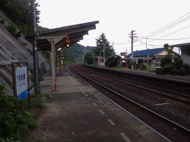 下り線から眺める宇田郷駅構内