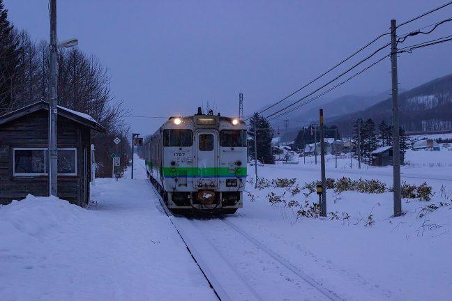 冬の厳しさに耐えて走り続けるキハ40系
