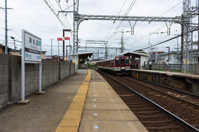 伊勢中川行きの普通列車が到着した