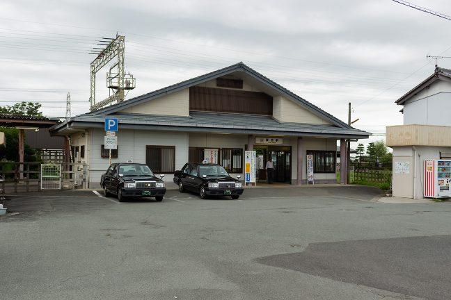 比較的大きな作りの斎宮駅舎