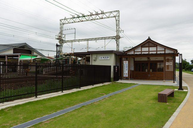 旧跡を模した作りの下り線側斎宮駅舎