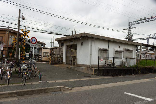 住宅街の中にある小俣駅