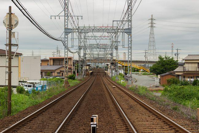 小俣第2号踏切から小俣駅を遠望する