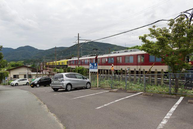 駅付近の丘から五十鈴川駅を眺める