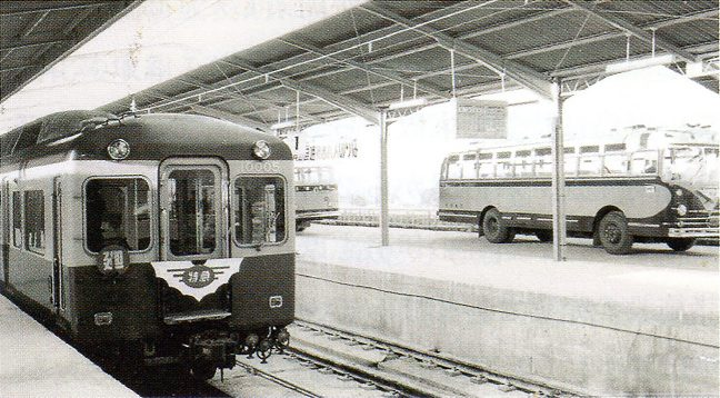 宇治山田駅に設置された高架バスターミナル「近畿日本鉄道 100年のあゆみ(近畿日本鉄道・2010年)」