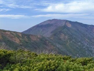 天塩山地・天塩岳付近から望む前天塩岳(北海道:2002年10月)