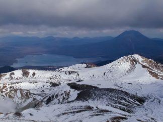 雌阿寒岳(北海道:2002年10月)