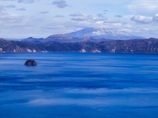 摩周湖と斜里岳(北海道:2002年11月)