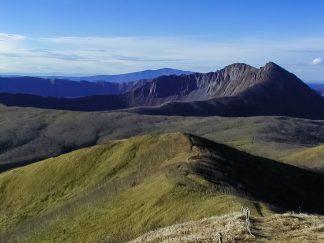 西別岳から望むカムイヌプリ(北海道:2002年11月)
