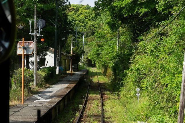 新改駅のホームの奥は、直ぐに行き止まりになっている