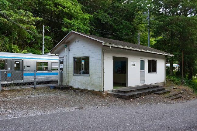 業務スペースもある新改駅の駅舎