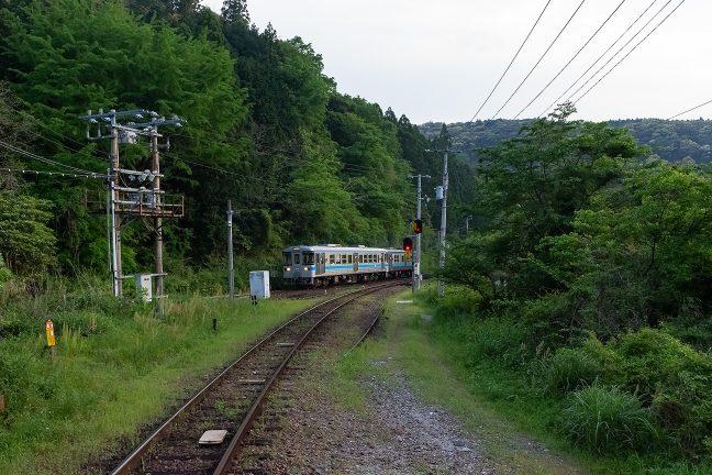 引上線から本線に入って加速していく阿波池田行き
