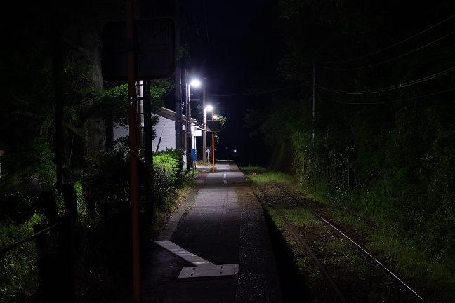 訪問者も去り、一人残された新改駅の夜