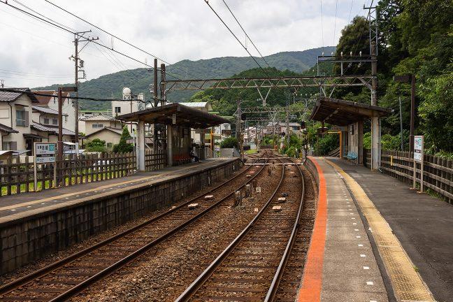 志摩赤崎駅は小さな集落内に設けられている