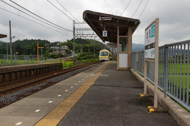 加茂駅を通過していく上り伊勢志摩ライナー