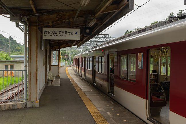 白木駅は主本線を挟んだ2面2線構造で上り側ホームは4番線となる
