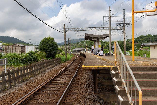 上之郷駅でも地元の中学生が列車待ち