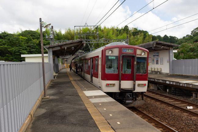 賢島行きの普通列車が到着