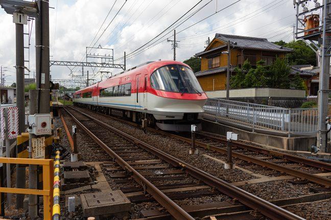 志摩横山駅を通過していく伊勢志摩ライナー
