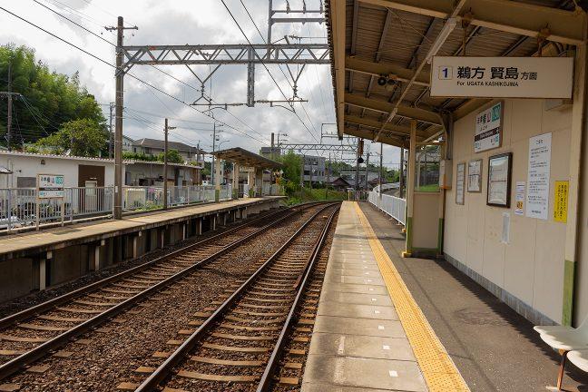志摩横山駅は複線区間にあって相対式ホーム