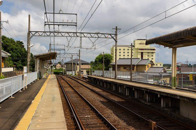 駅は志摩市街地の中にある