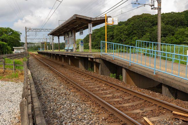 島式ホームに戻ってローカルムード漂う志摩神明駅