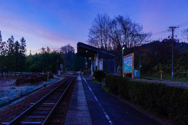 勾配途中に設けられた駅としては、最急勾配を誇った時代がある飯沼駅