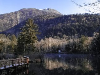 阿寒湖から望む雄阿寒岳(北海道:2002年11月)