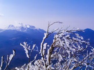 雄阿寒岳から望む雌阿寒岳(北海道:2002年11月)