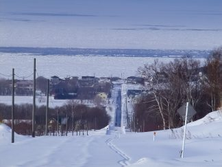 海別山麓から望む流氷のオホーツク海(北海道:2003年2月)