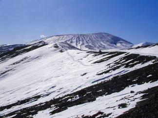 雌阿寒岳(北海道:2003年3月)