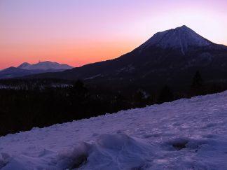阿寒横断道路から望む雄阿寒岳と雌阿寒岳(北海道:2003年3月)