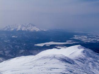海別岳から望む斜里岳(北海道:2003年3月)