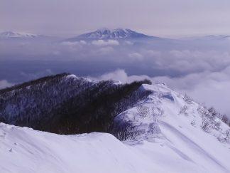 藻琴山から望む斜里岳(北海道:2003年4月)