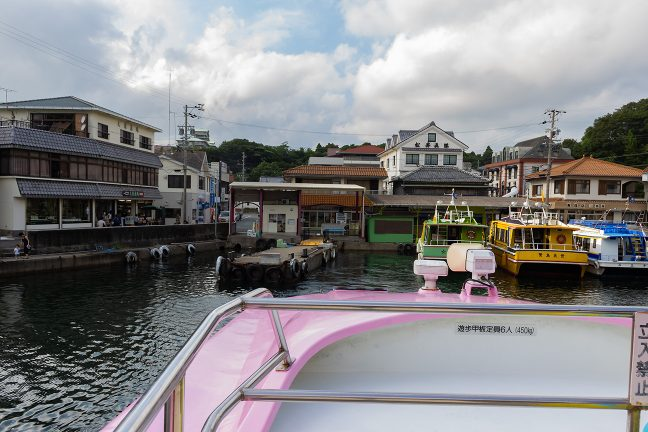 浜島航路の定期船に乗船し、賢島港を後にする