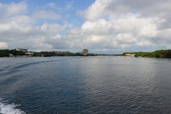 英虞湾外に向けて、多徳島の北側を回り込む