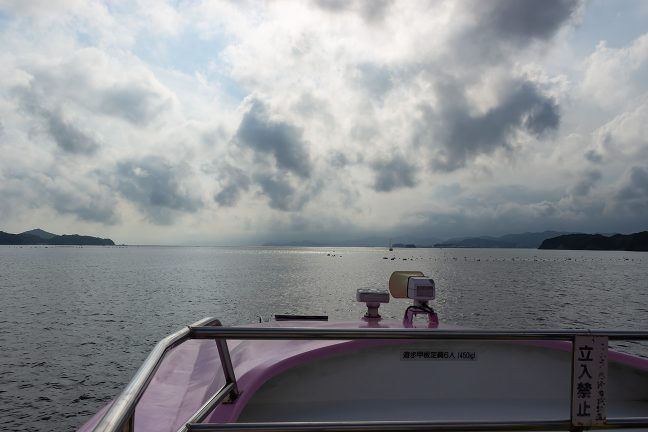 行く手には英虞湾の港外と御座岬が見えてくる