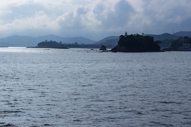 矢取島と浜島港灯台
