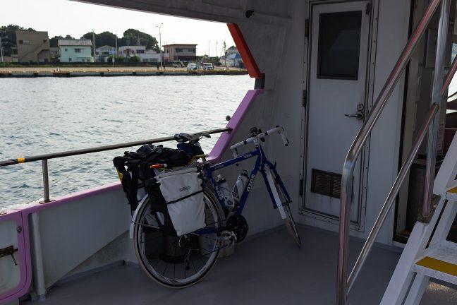 自転車は後部甲板に原形積載できた