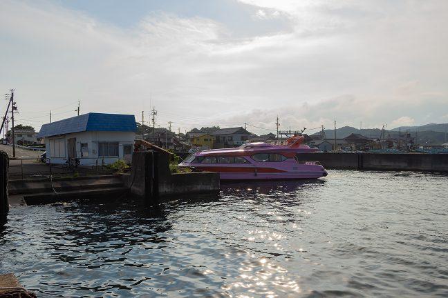 フェリー乗り場の跡が残る浜島港に上陸